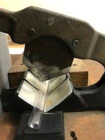 小さな工夫で安全に改善した押切カッター